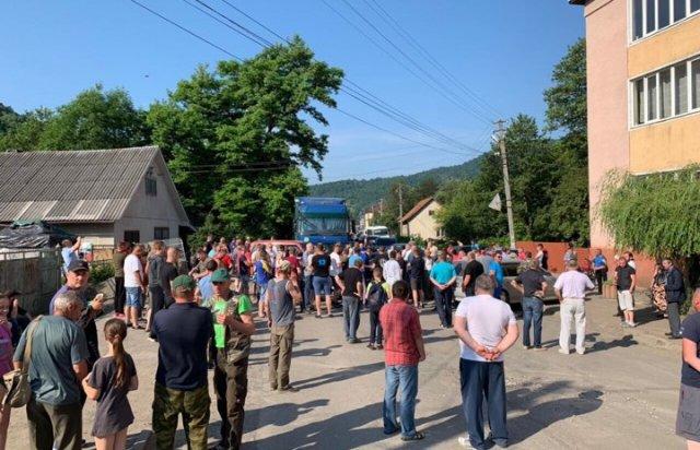 У двох районах Закарпаття, місцеві влаштували протести, перекривши дороги (ФОТО, ВІДЕО), фото-1