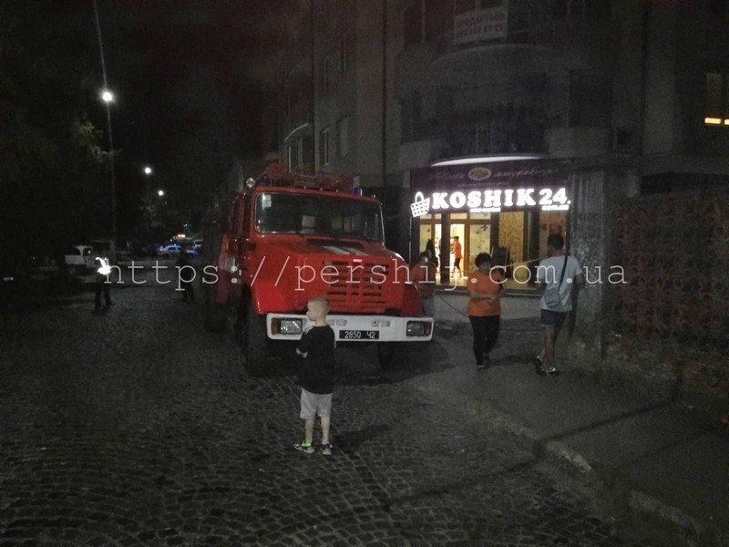 """У Мукачеві третя хвиля """"замінувань"""" - евакуйовували людей з нічних супермаркетів (ФОТО), фото-5"""