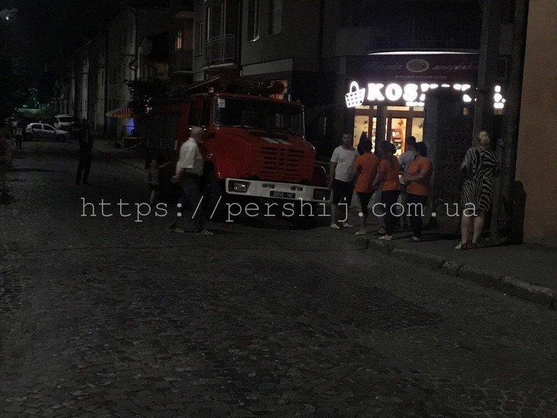 """У Мукачеві третя хвиля """"замінувань"""" - евакуйовували людей з нічних супермаркетів (ФОТО), фото-7"""