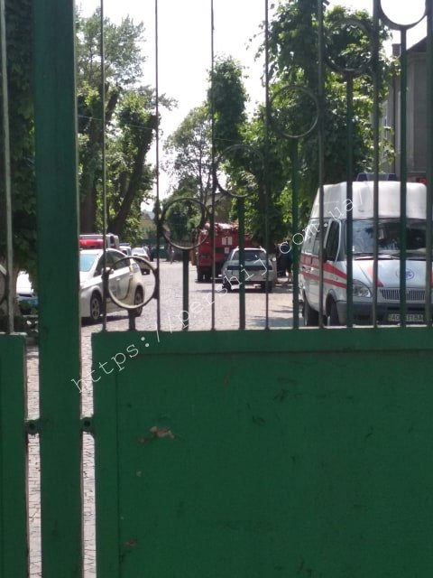 """У Мукачеві """"замінували"""" центральну лікарню - пацієнтів та працівників терміново евакуйовували (ФОТО), фото-3"""