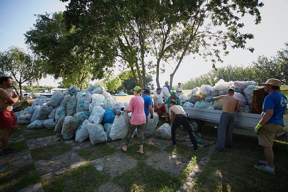 3000 кг пластику: угорські волонтери показали шокуючі результати екологічної акції PET Kupa на Тисі (ФОТО, ВІДЕО), фото-25