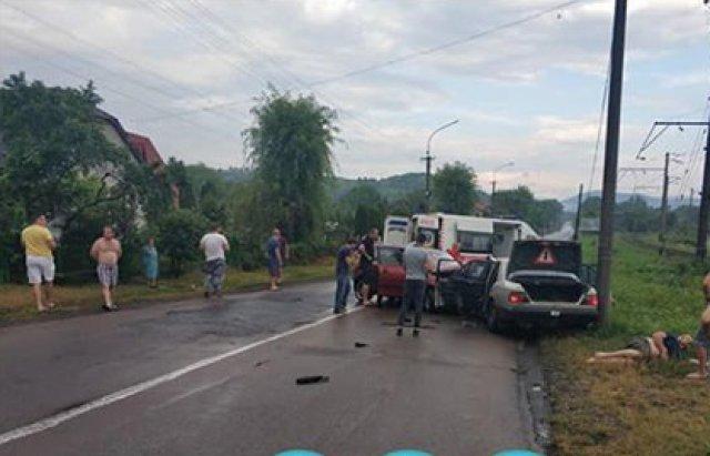 На Закарпатті лобове зіткнення Mercedes та Skoda сталось через п'яного водія - подробиці від поліції (ФОТО), фото-3