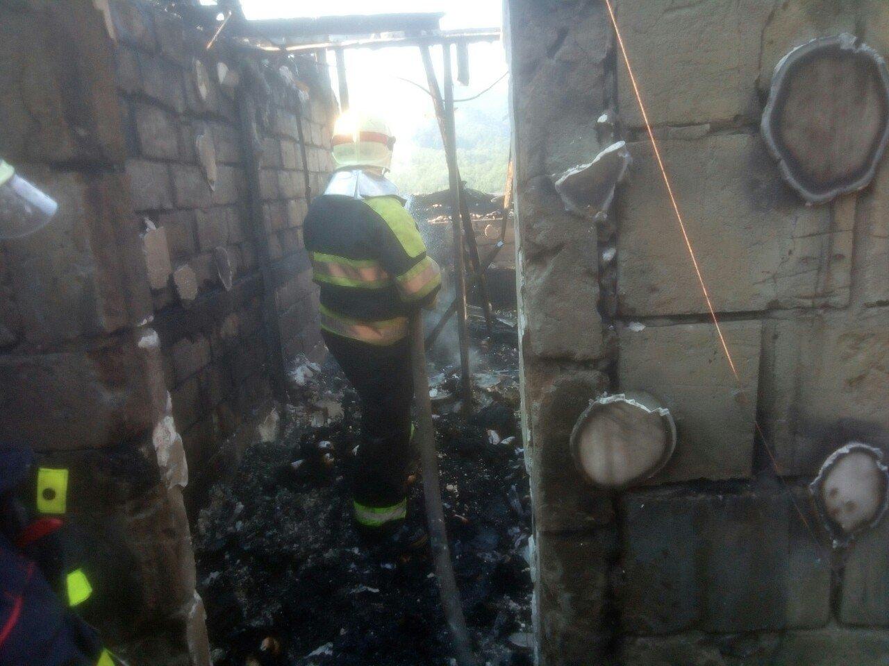 У туристичному комплексі на Закарпатті, що загорівся зранку, відпочивало близько 70 дітей (ВІДЕО), фото-3