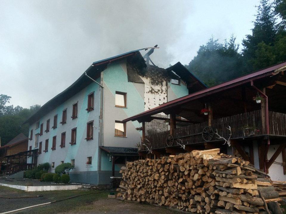 У туристичному комплексі на Закарпатті, що загорівся зранку, відпочивало близько 70 дітей (ВІДЕО), фото-2