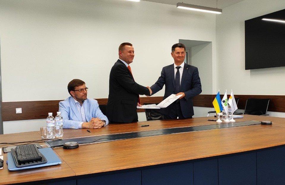 Підписано меморандум щодо впровадження в Ужгороді безготівкової системи оплати за проїзд у міському транспорті, фото-1