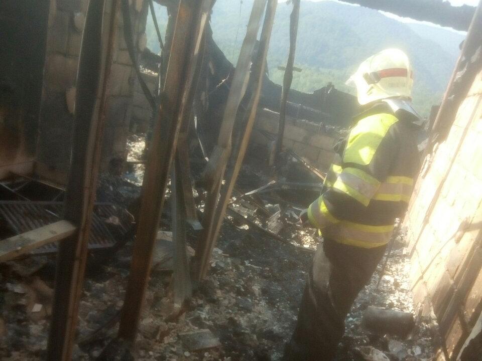Офіційні подробиці пожежі у туристичному комплексі на Закарпатті, в якому відпочивало 77 дітей-туристів (ФОТО, ВІДЕО), фото-2