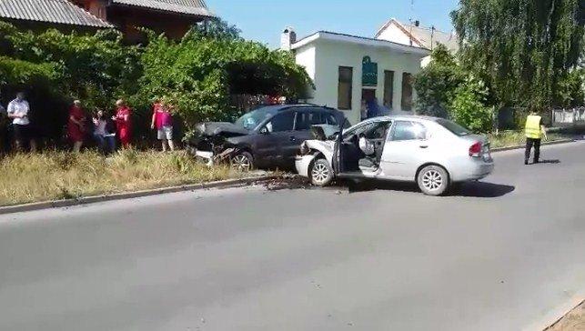 Кривава ДТП в Ужгороді: на Заньковецької не розминулися дві автівки (ФОТО), фото-3