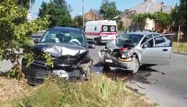 Кривава ДТП в Ужгороді: на Заньковецької не розминулися дві автівки (ФОТО), фото-1