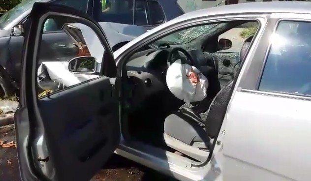 Кривава ДТП в Ужгороді: на Заньковецької не розминулися дві автівки (ФОТО), фото-2