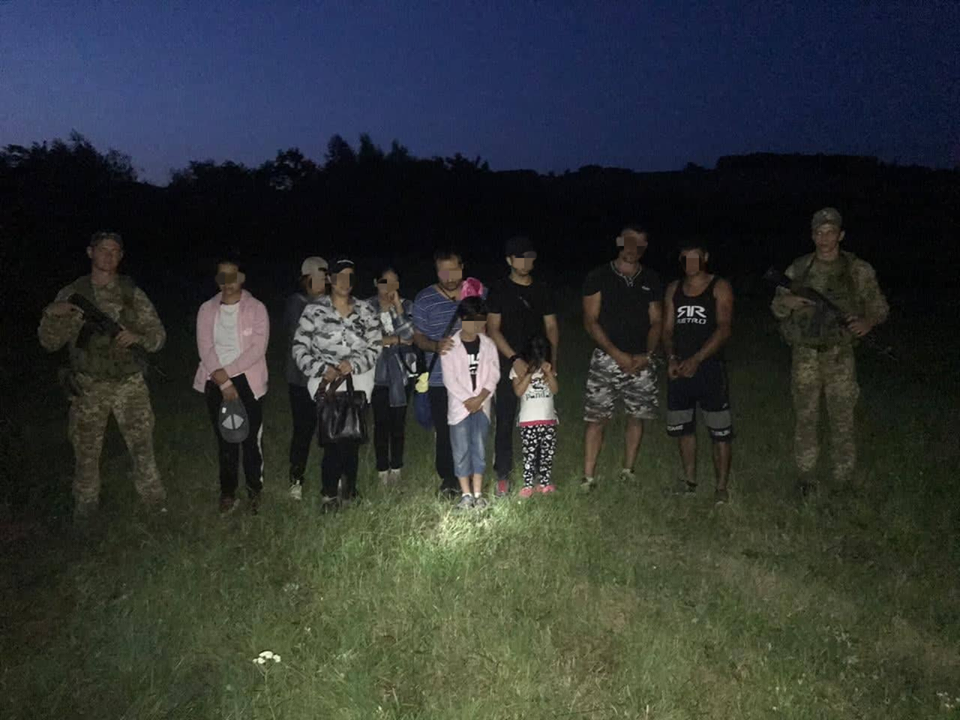 Двоє угорців намагались переправити через кордон Закарпаття групу афганців із дітьми (ФОТО) , фото-1