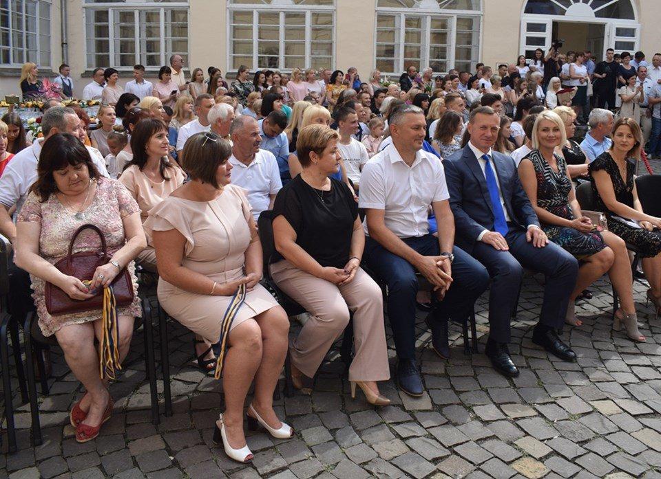 В Ужгороді вручили 60 золотих та срібних медалей випускникам 2019 року (ФОТО), фото-11