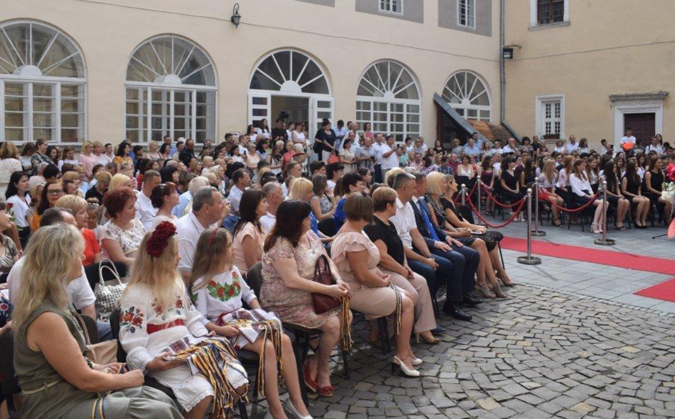 В Ужгороді вручили 60 золотих та срібних медалей випускникам 2019 року (ФОТО), фото-12