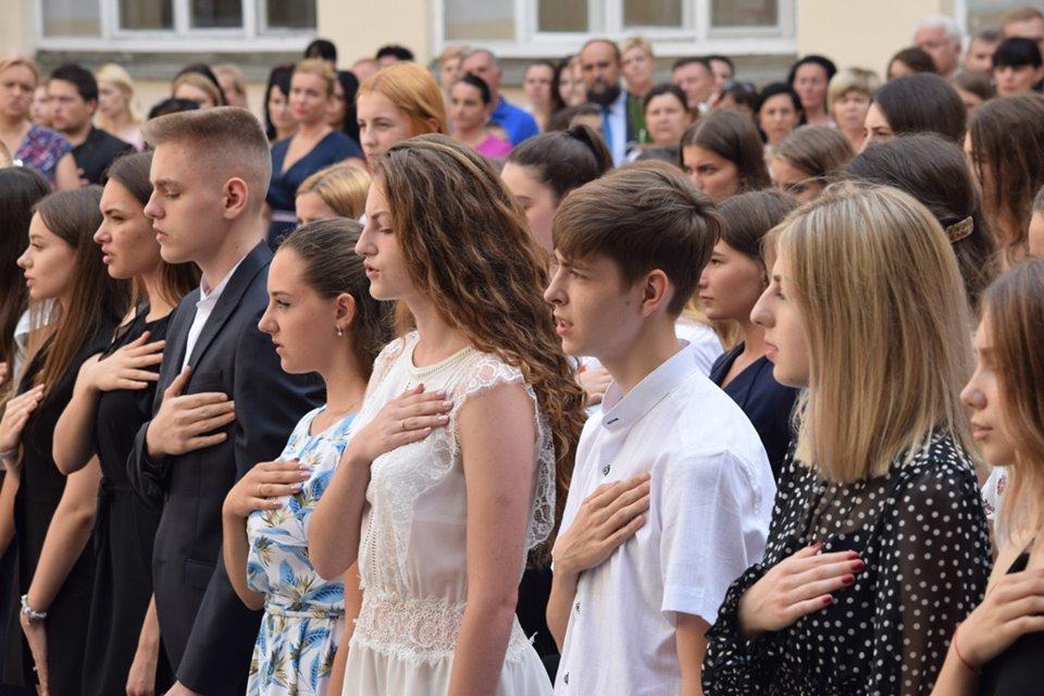 В Ужгороді вручили 60 золотих та срібних медалей випускникам 2019 року (ФОТО), фото-2