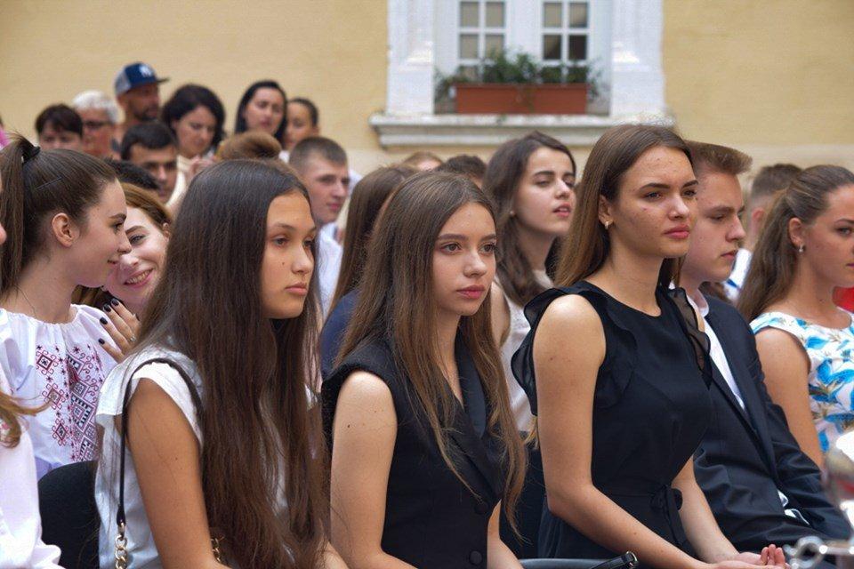В Ужгороді вручили 60 золотих та срібних медалей випускникам 2019 року (ФОТО), фото-13