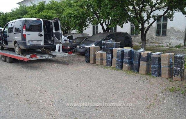 Румунські прикордонники влаштували погоню за контрабандистами, які кинули цигарки і втекли вплав через Тису (ФОТО), фото-4