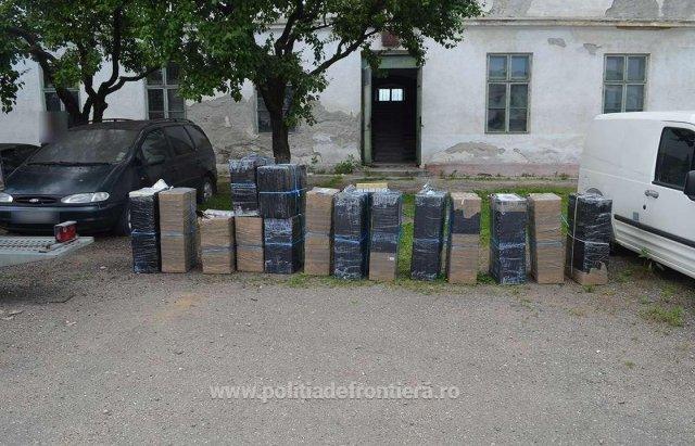Румунські прикордонники влаштували погоню за контрабандистами, які кинули цигарки і втекли вплав через Тису (ФОТО), фото-5
