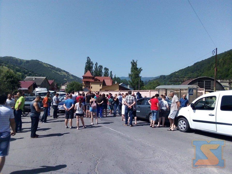 На Рахівщині страйкують проти бездоріжжя (ФОТО), фото-2