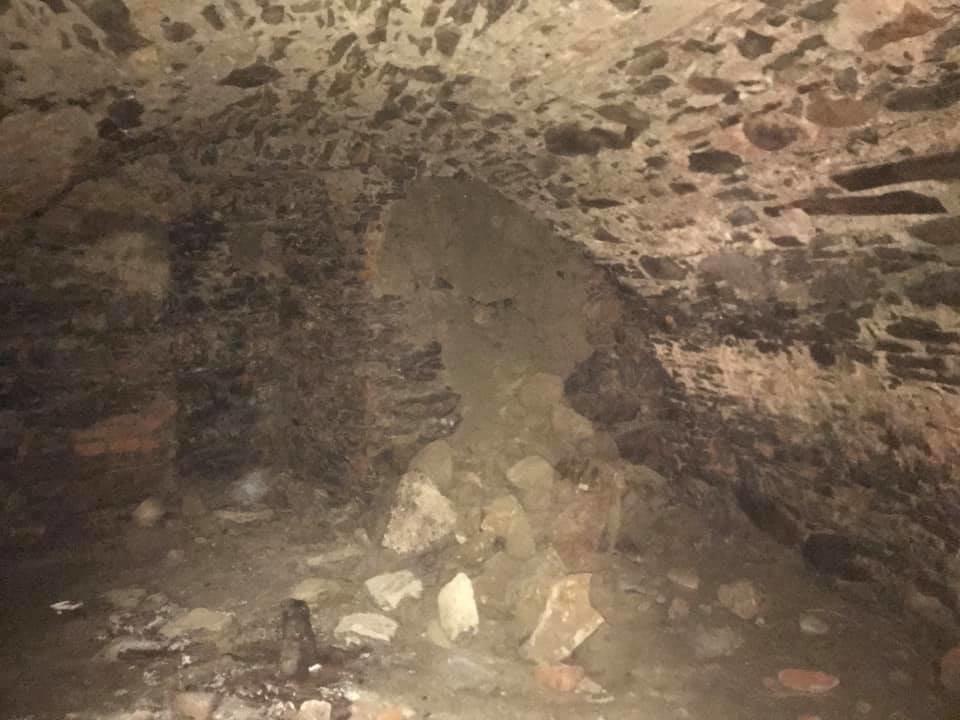 В Ужгороді на Поштовій під час земляних робіт натрапили на ймовірно старовинний підвал (ФОТОФАКТ), фото-7