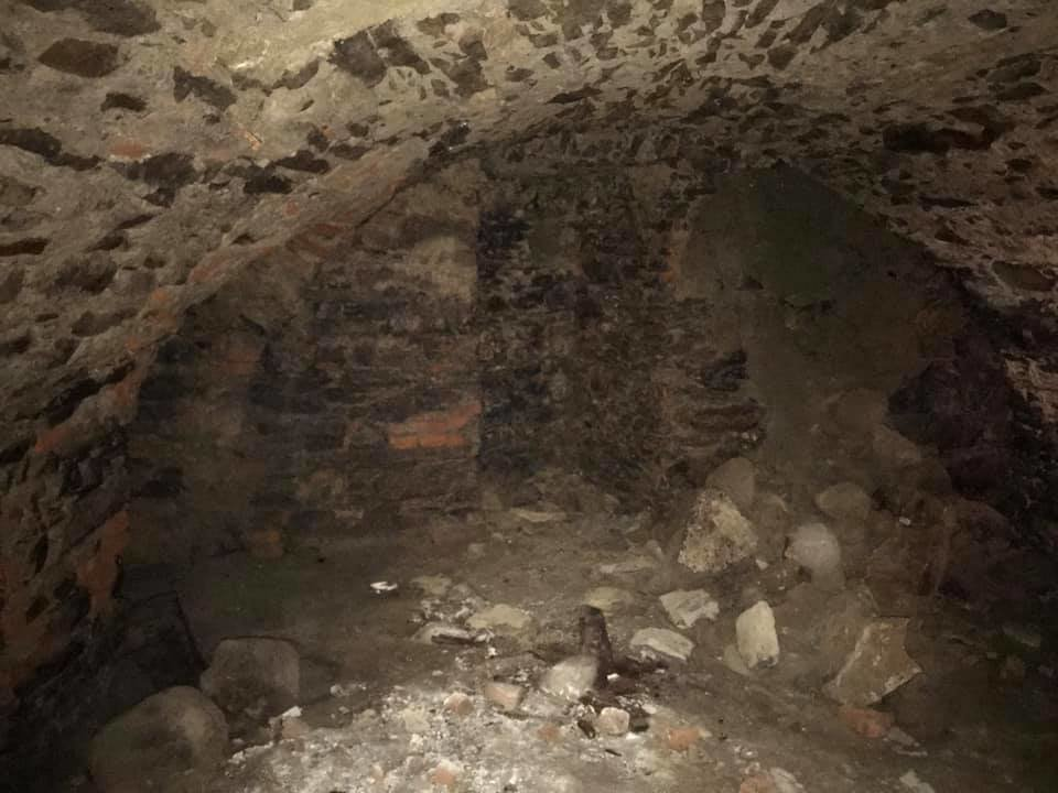 В Ужгороді на Поштовій під час земляних робіт натрапили на ймовірно старовинний підвал (ФОТОФАКТ), фото-6