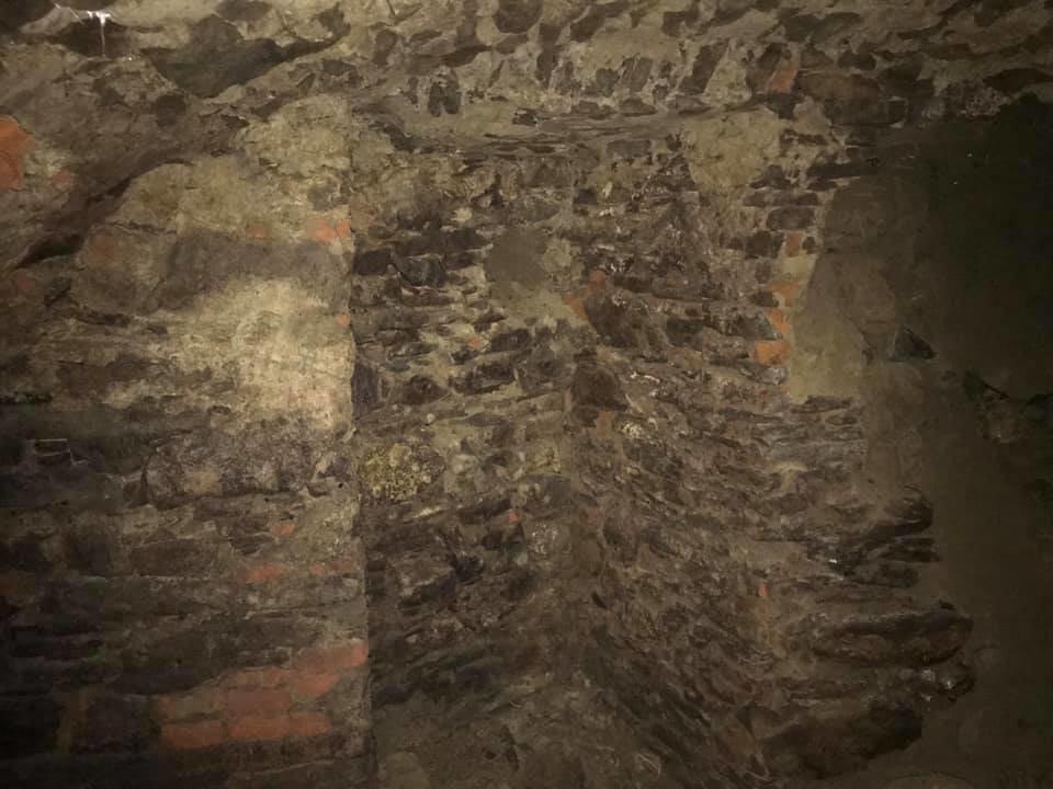 В Ужгороді на Поштовій під час земляних робіт натрапили на ймовірно старовинний підвал (ФОТОФАКТ), фото-9