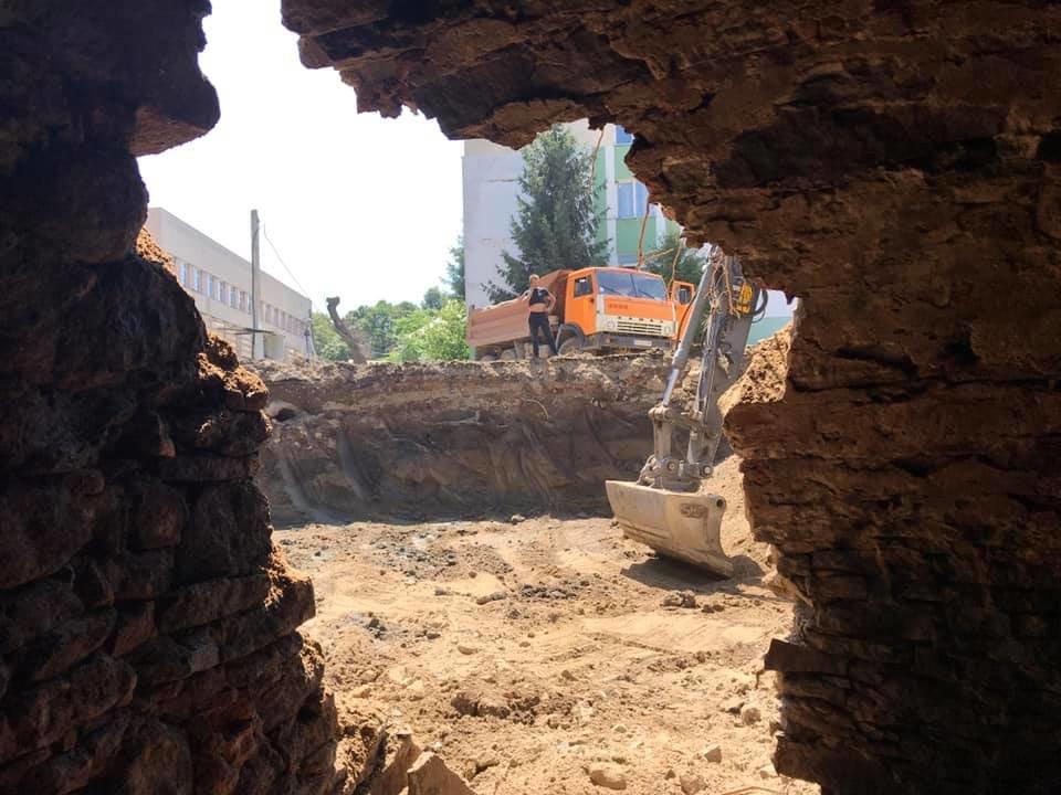 В Ужгороді на Поштовій під час земляних робіт натрапили на ймовірно старовинний підвал (ФОТОФАКТ), фото-1