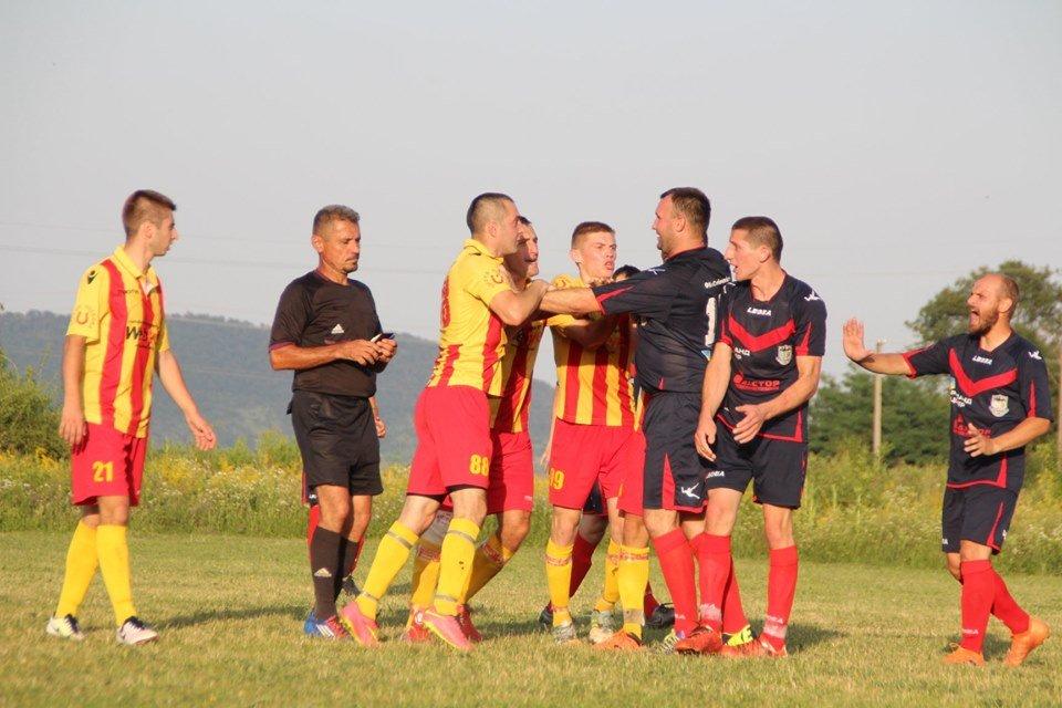 На чемпіонаті з футболу на Ужгородщині гравці ФК з Лінців побили арбітра (ФОТО, ВІДЕО), фото-3
