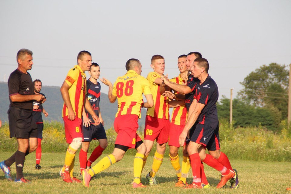 На чемпіонаті з футболу на Ужгородщині гравці ФК з Лінців побили арбітра (ФОТО, ВІДЕО), фото-1