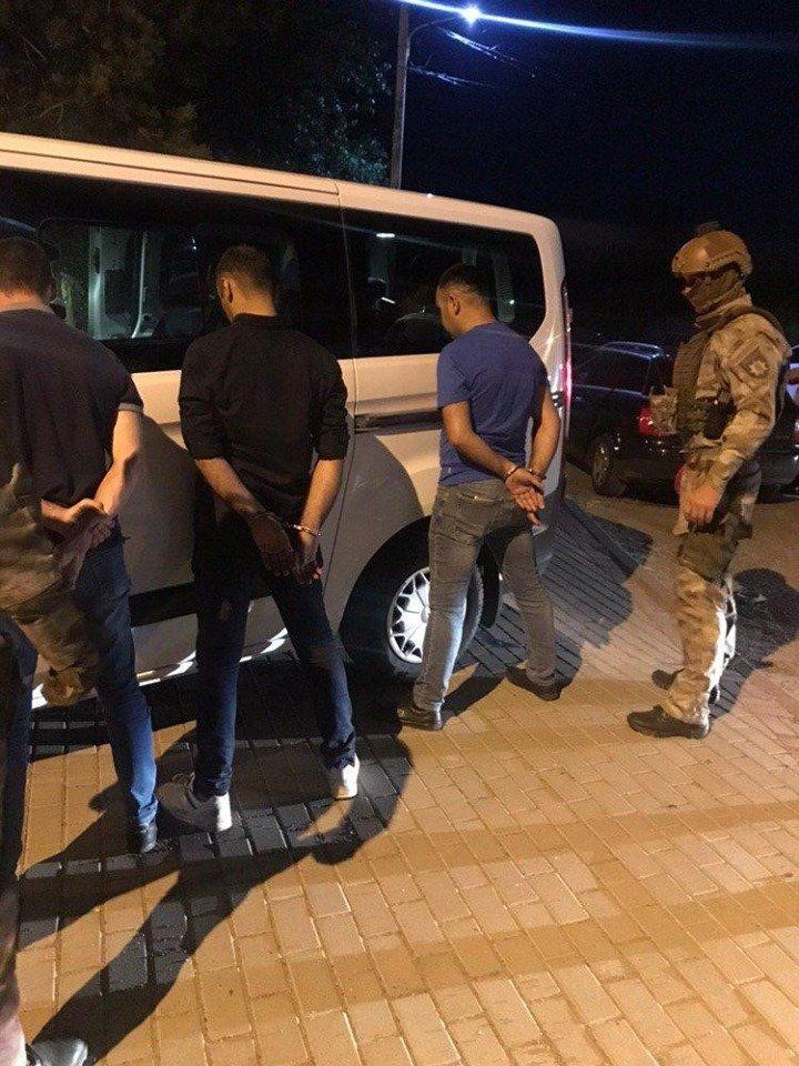 На Ужгородщині взяли під варту двох іноземців, які переправляли нелегальних мігрантів до ЄС (ФОТО), фото-1