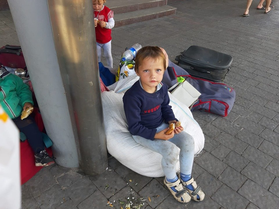 У міськраді Ужгорода розповіли про долю родини погорільців з Рахівщини, що жили просто неба у місті (ФОТО, ВІДЕО), фото-4