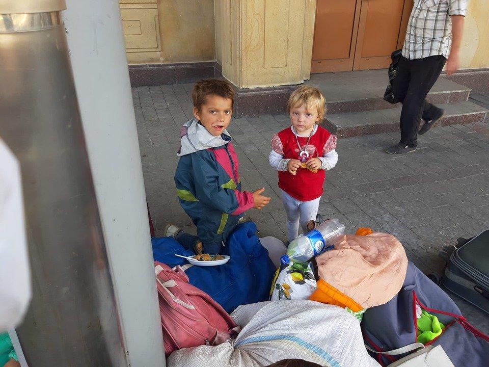 У міськраді Ужгорода розповіли про долю родини погорільців з Рахівщини, що жили просто неба у місті (ФОТО, ВІДЕО), фото-3