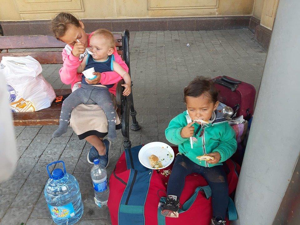 У міськраді Ужгорода розповіли про долю родини погорільців з Рахівщини, що жили просто неба у місті (ФОТО, ВІДЕО), фото-2