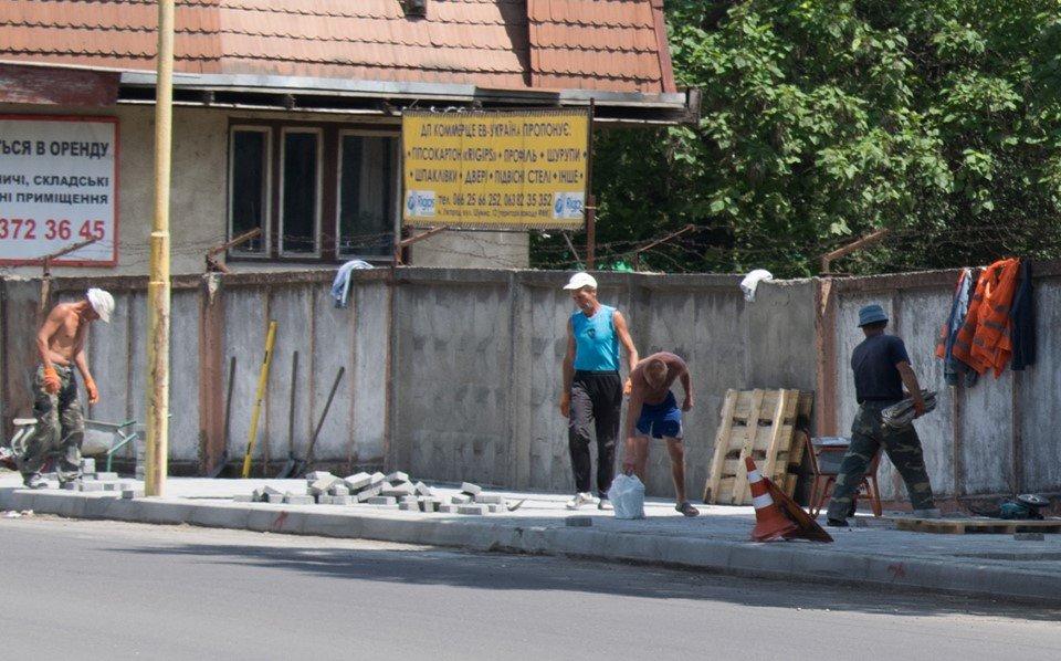 В Ужгороді на Шумній підрядник усуває недоліки (ФОТОФАКТ), фото-4