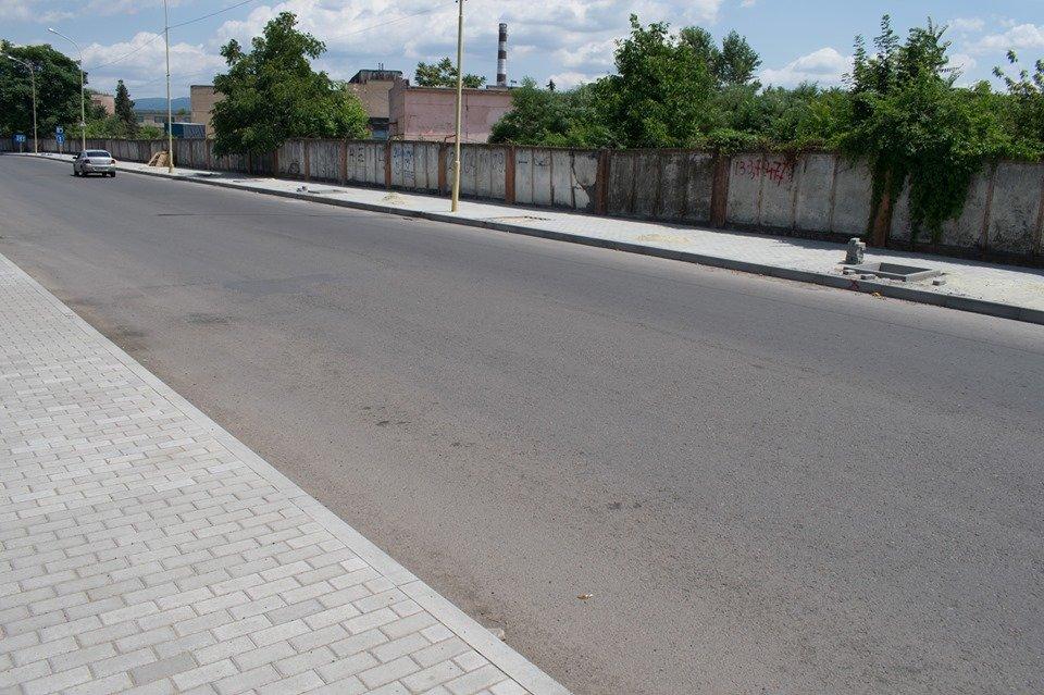 В Ужгороді на Шумній підрядник усуває недоліки (ФОТОФАКТ), фото-6
