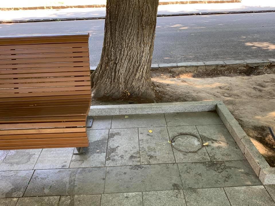 Місто без урн: В Ужгороді через візит президента зняли півсотні смітників? (ФОТО), фото-1