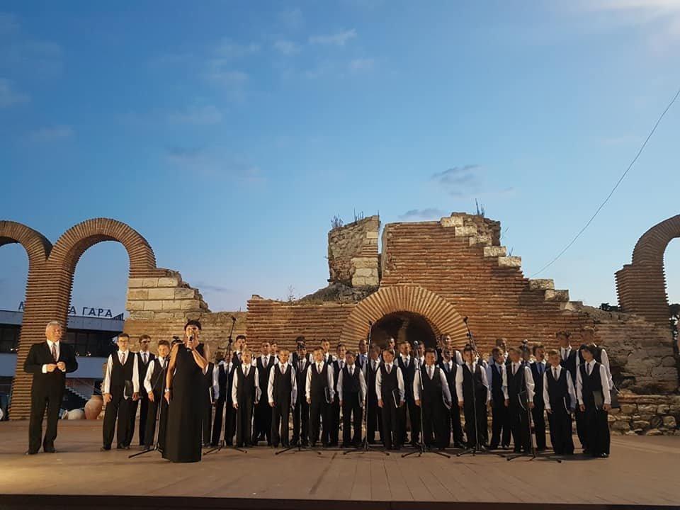 Мукачівський хор хлопчиків та юнаків виступив на фестивалі в Болгарії та підкорив серця європейців (ФОТО), фото-1