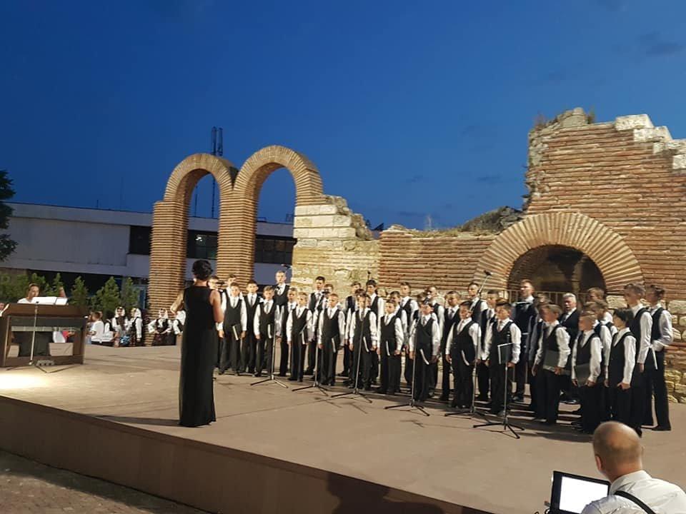 Мукачівський хор хлопчиків та юнаків виступив на фестивалі в Болгарії та підкорив серця європейців (ФОТО), фото-4