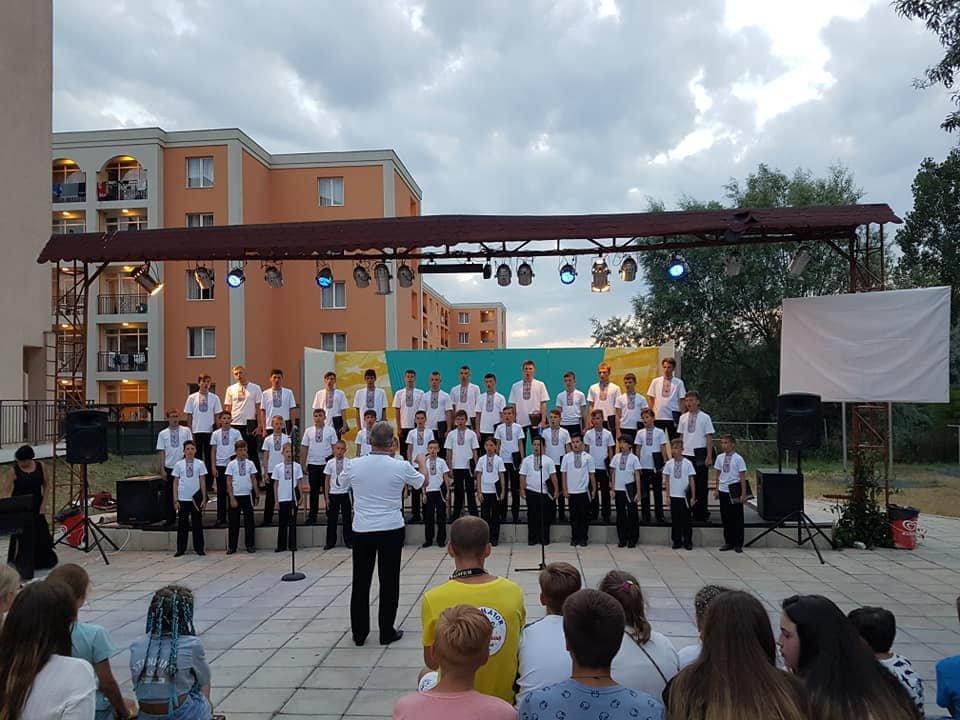 Мукачівський хор хлопчиків та юнаків виступив на фестивалі в Болгарії та підкорив серця європейців (ФОТО), фото-5