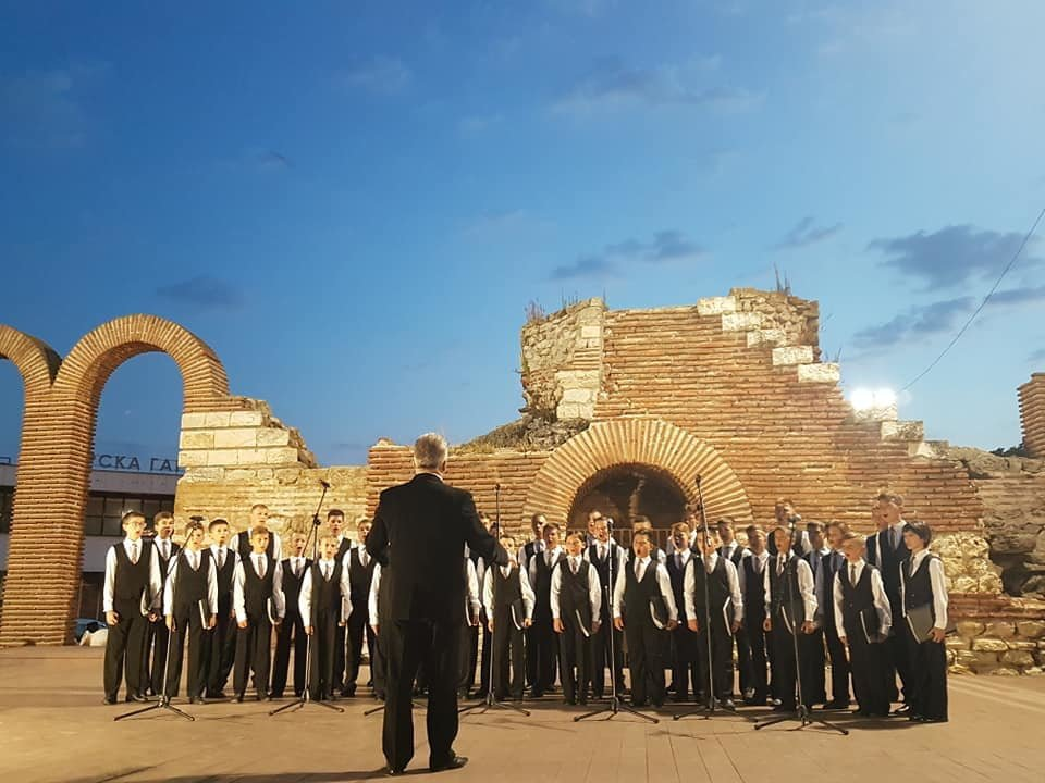Мукачівський хор хлопчиків та юнаків виступив на фестивалі в Болгарії та підкорив серця європейців (ФОТО), фото-3