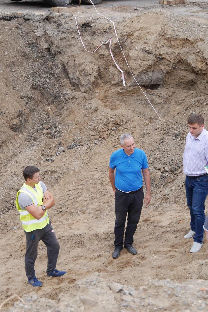 В Ужгороді на Поштовій на місці виявлення старовинних підвалів проводиться розчищення території (ФОТО), фото-1