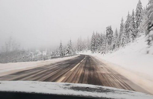Сніг серед літа! У румунських Карпатах вперше за 15 років випав влітку сніг (ФОТО), фото-1