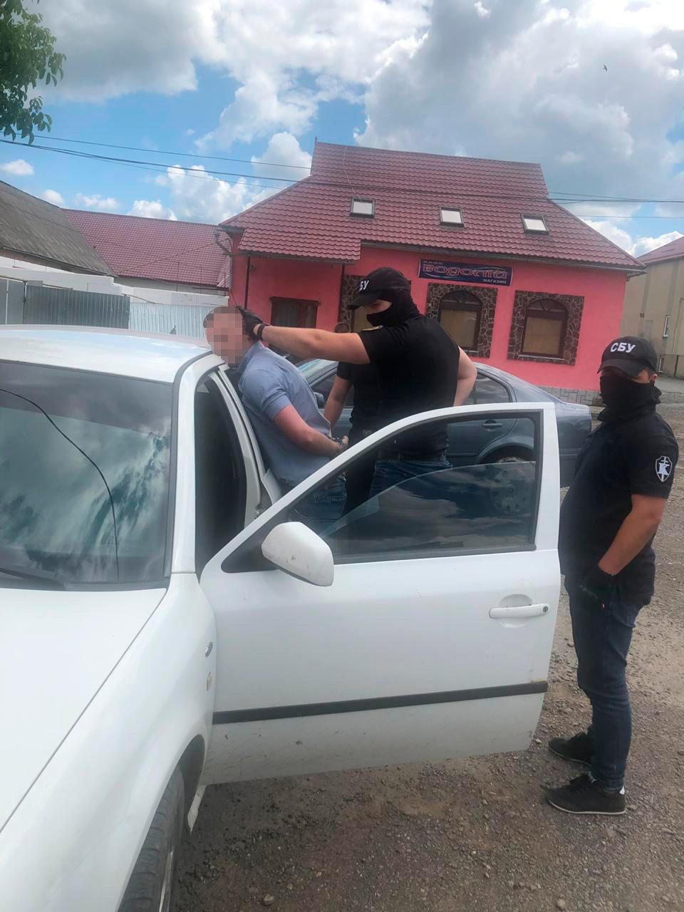 Закарпатські правоохоронці затримали начальника філії центру пробації при отриманні $400 хабара (ФОТО), фото-2
