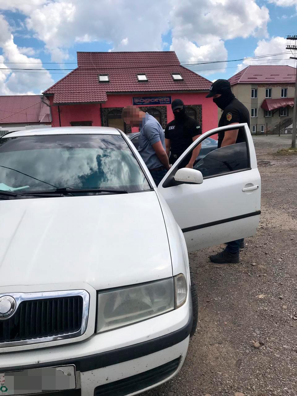Закарпатські правоохоронці затримали начальника філії центру пробації при отриманні $400 хабара (ФОТО), фото-1