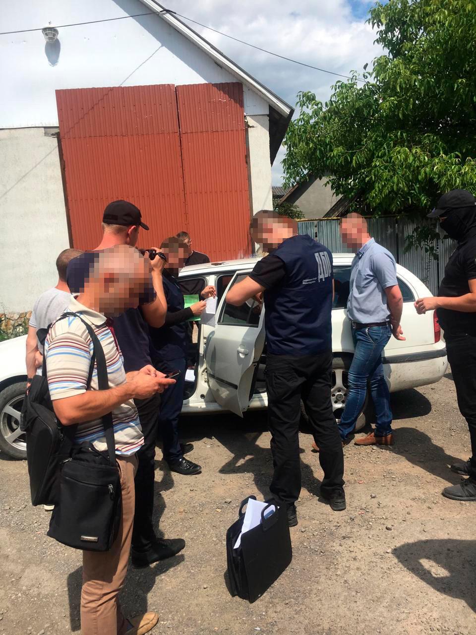 Закарпатські правоохоронці затримали начальника філії центру пробації при отриманні $400 хабара (ФОТО), фото-3