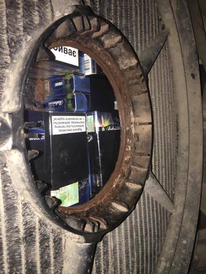 """В українця на КПП """"Тиса"""" знайшли контрабанду в радіаторі «Mercedes Sprinter» (ФОТО), фото-3"""