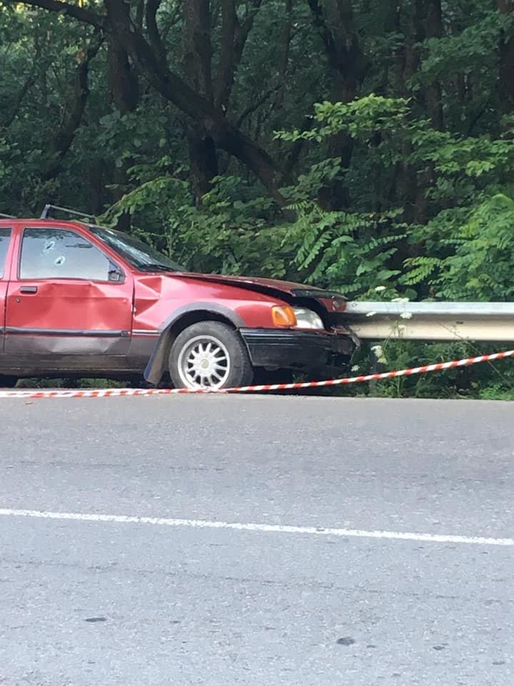 В одному із районів Закарпаття виявили ймовірно обстріляне авто: подробиці від поліції (ФОТО), фото-3