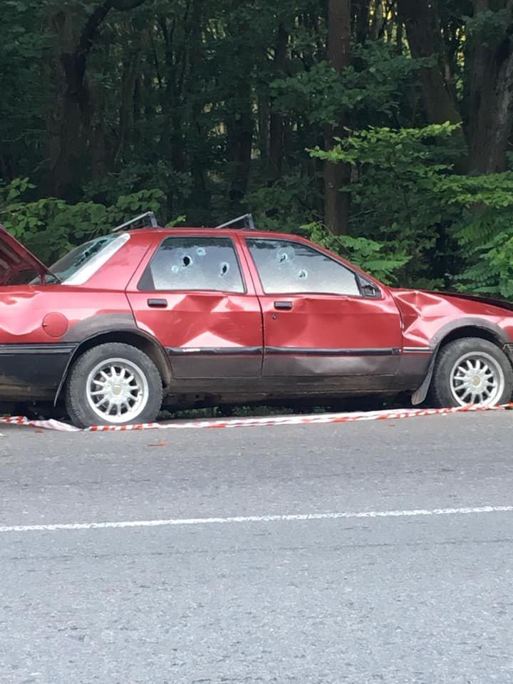 В одному із районів Закарпаття виявили ймовірно обстріляне авто: подробиці від поліції (ФОТО), фото-2