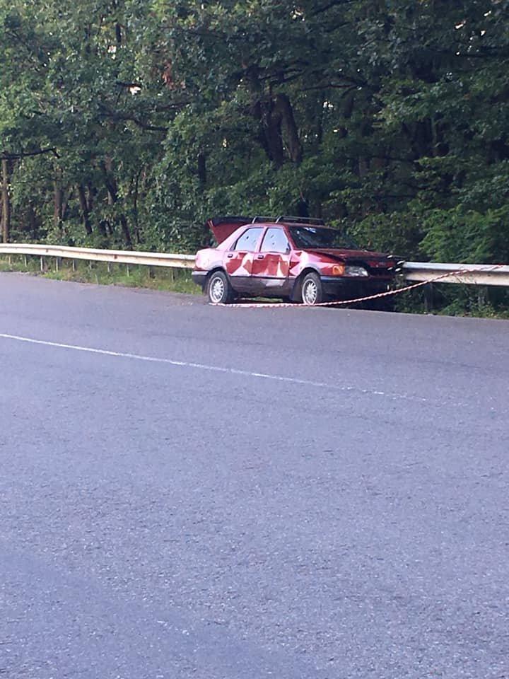 В одному із районів Закарпаття виявили ймовірно обстріляне авто: подробиці від поліції (ФОТО), фото-1