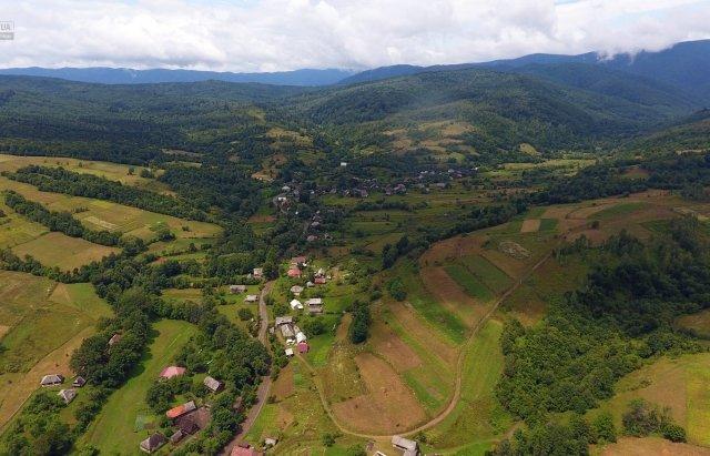 Гірське закарпатське село показали з висоти пташиного польоту (ФОТО), фото-1