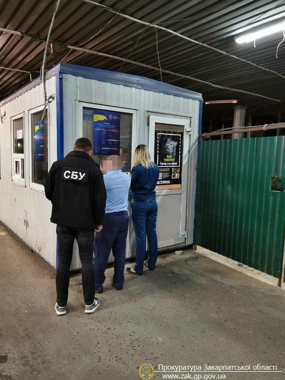 """На митному посту """"Ужгород"""" працівників ДФС викрито на організації схеми отримання хабарів (ФОТО), фото-2"""