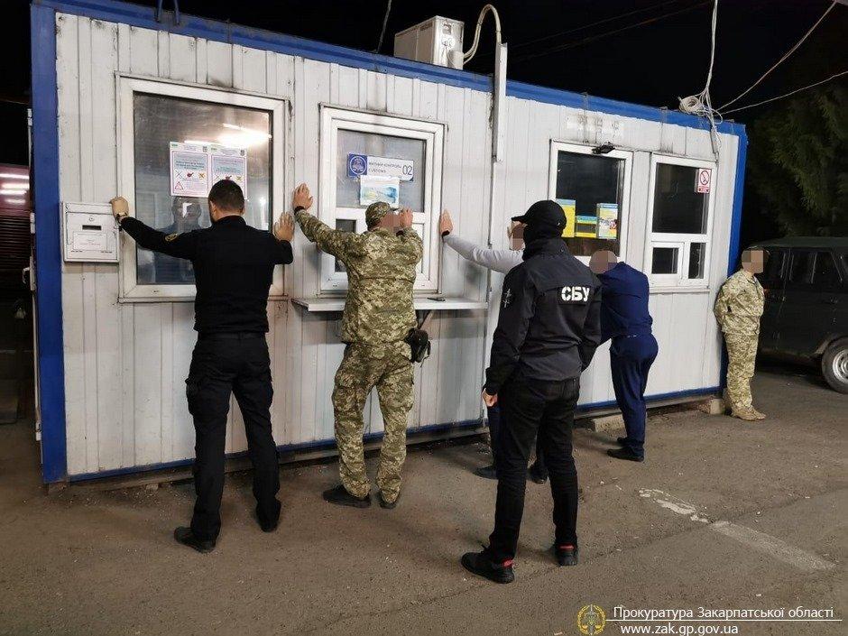 """На митному посту """"Ужгород"""" працівників ДФС викрито на організації схеми отримання хабарів (ФОТО), фото-1"""